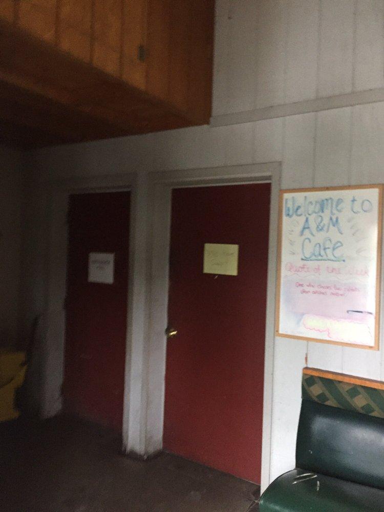 A & M Café: 1027 4th Ave, Grinnell, IA