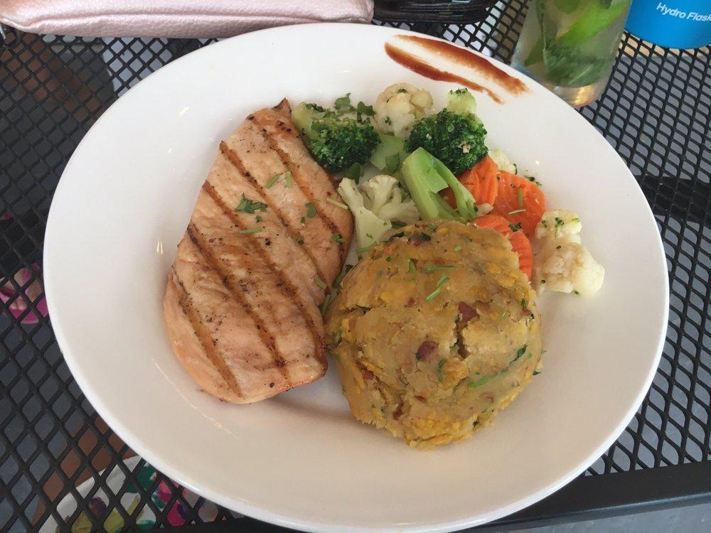 Restaurante Via Marina: Paseo Real Marina 69, Aguadilla, PR