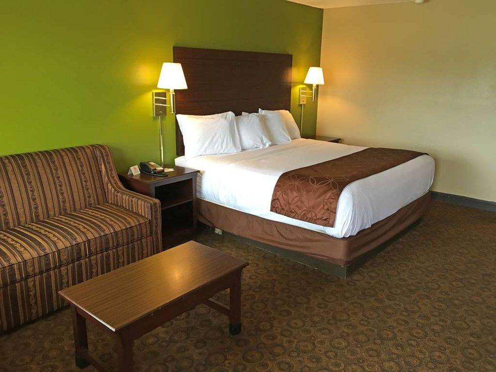 Americas Best Value Inn & Suites Greenwood: 621 Highway 82 W, Greenwood, MS