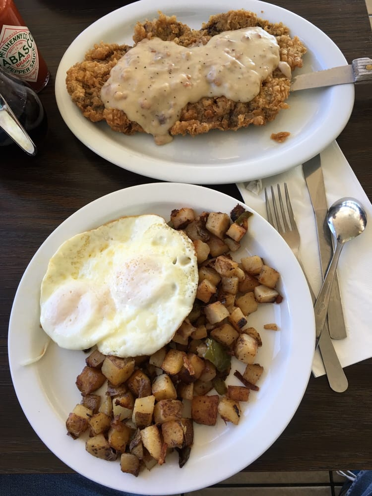 Red Rooster Cafe: 12400 Mountain Mesa Rd, Lake Isabella, CA
