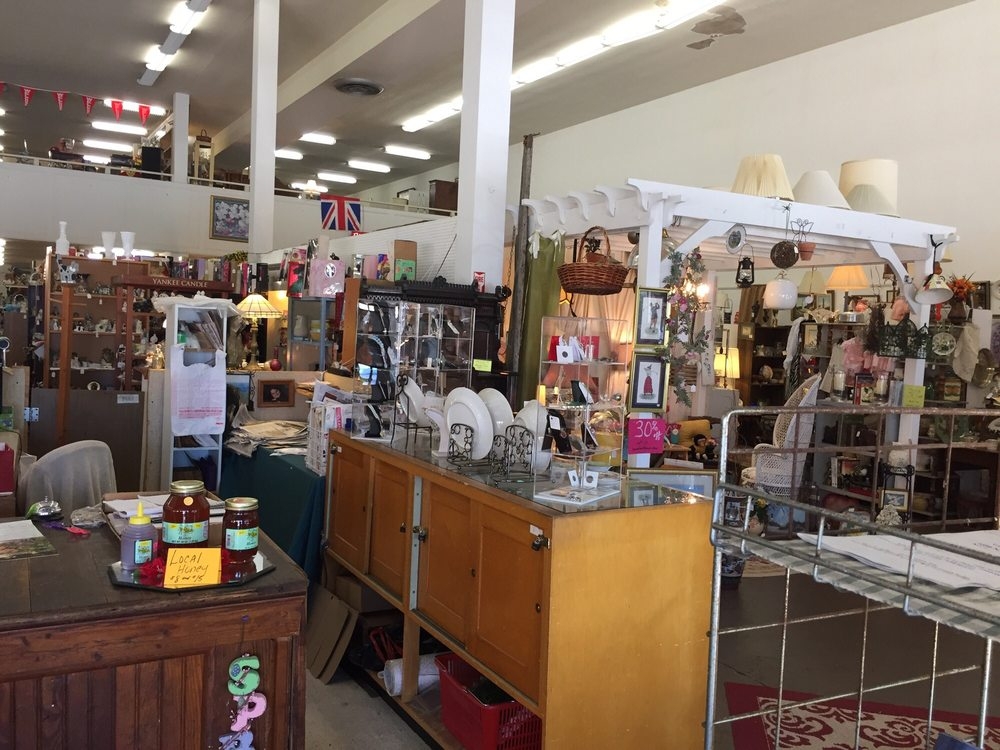 Apple Dumplin Antiques & Collectibles: 500 N Main St, Anderson, SC