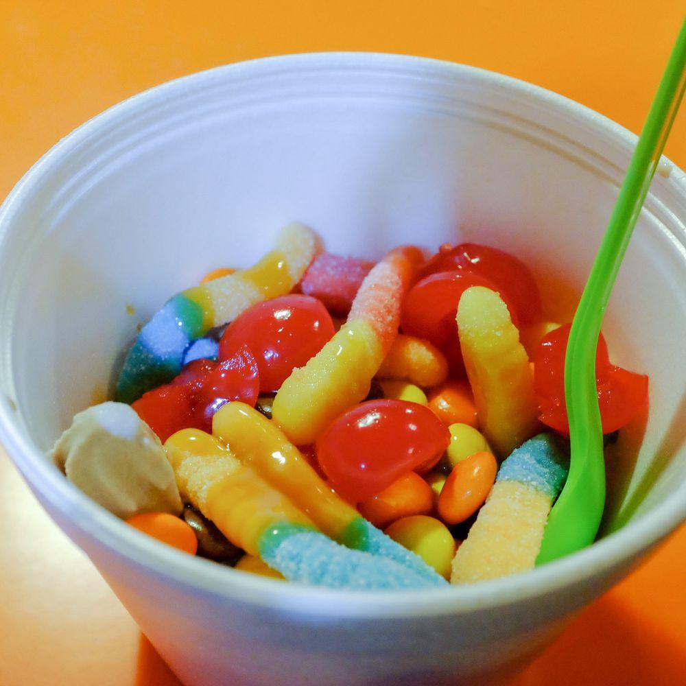 Stakz Self-Serve Frozen Yogurt: 1945 Scottsville Rd, Bowling Green, KY