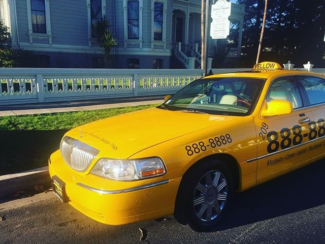 Yellow Taxi Cab In Modesto Mchenry Mansion Yellow Cab Lincoln Town