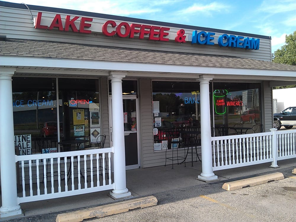 Lake Coffee and Ice Cream: 210 US Hwy 18 W, Clear Lake, IA