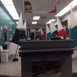 Great clips coiffeurs salons de coiffure 2195 14th for 14th avenue salon