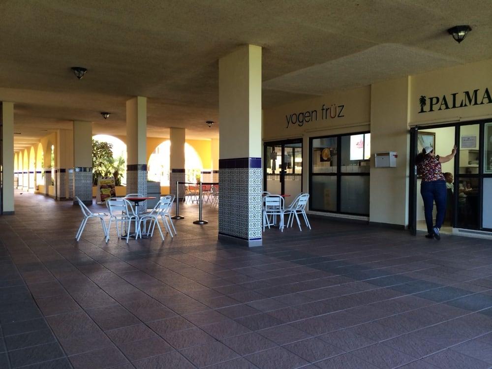 Yogen Früz: Palmas Inn Road, Humacao, PR