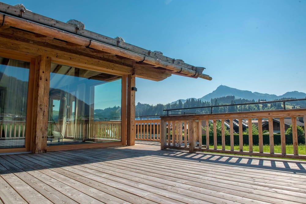 Landhäuser und Chalets mit einzigartigem Bergblick bietet FIRST ...