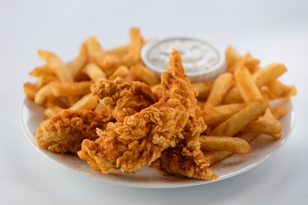 Golden Chick: 1741 W Oak Lawn Rd, Pleasanton, TX