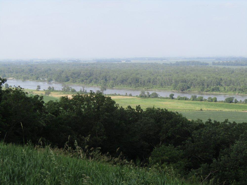 Blackbird Scenic Overlook: US Hwy 75, Macy, NE