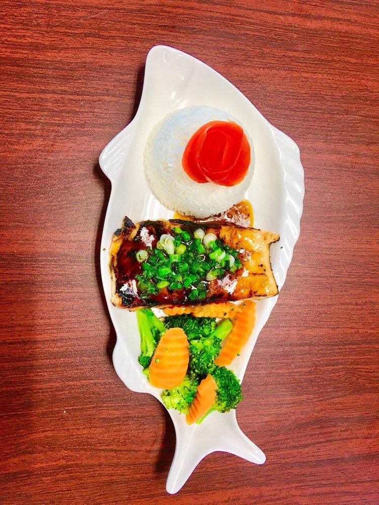 MJ Seafood & Pho Restaurant: 1630 E Lamar Blvd, Arlington, TX