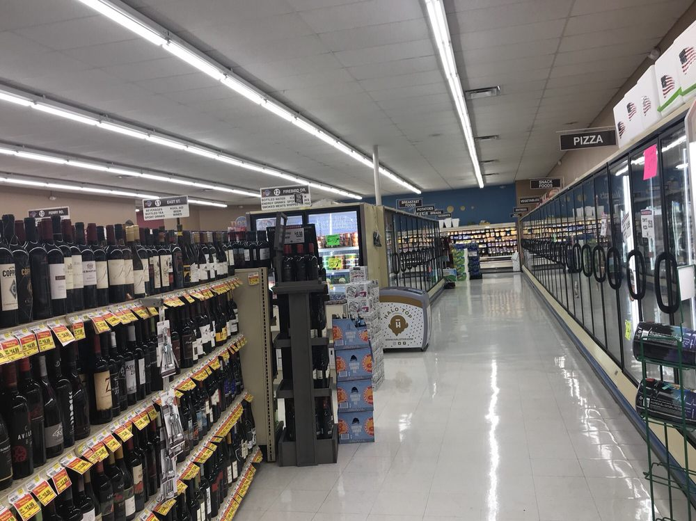 Dot's Bellbrook Market: 118 W Franklin St, Bellbrook, OH
