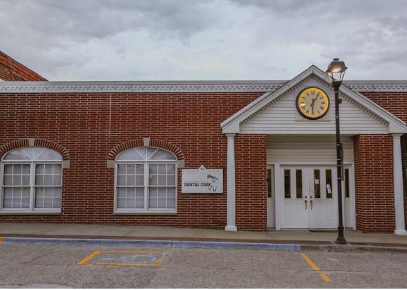 Des Moines River Dental Care: 65 School St, Carlisle, IA