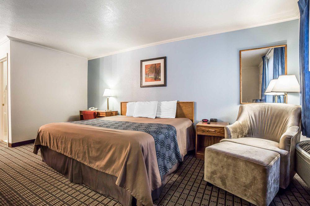 Econo Lodge Inn & Suites: 364 S Main St, Logan, UT