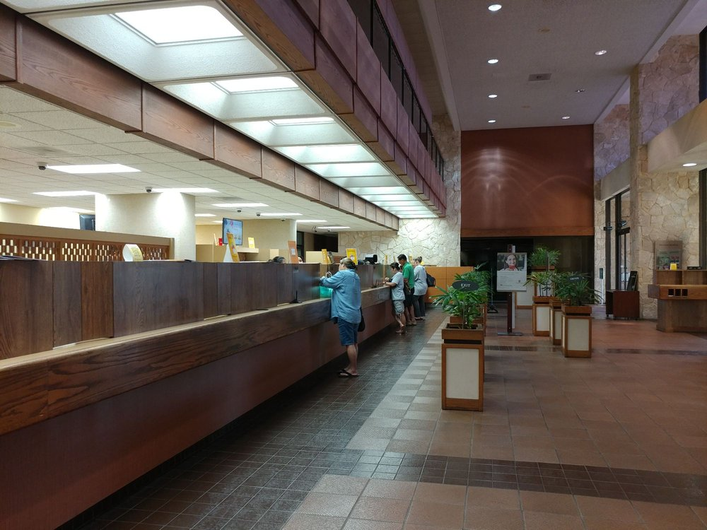 First Hawaiian Bank -  Pearlridge: 98-1071 Moanalua Rd, Aiea, HI