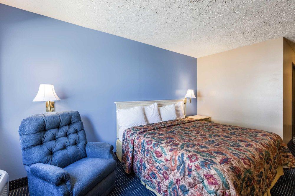 Rodeway Inn: 1701 31st St, Central City, NE