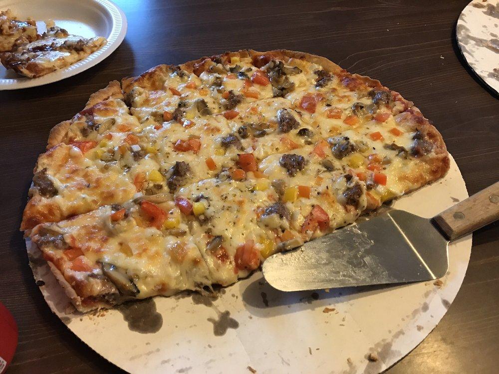 Chumly's Pizza: 312 W Comanche Ave, Shabbona, IL