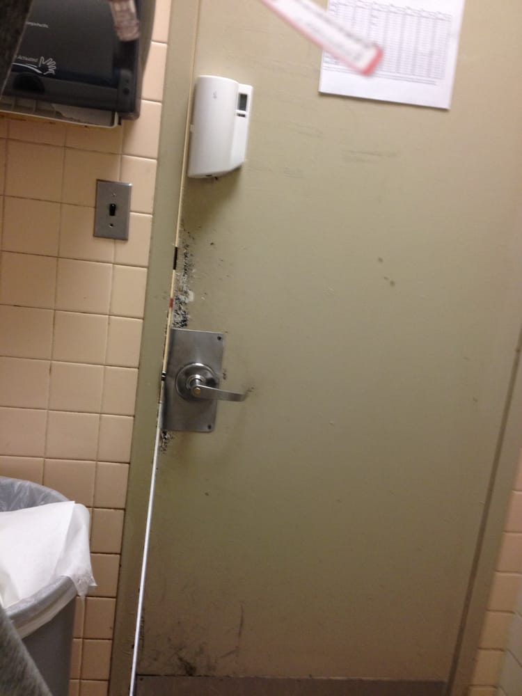 Dirty bathroom in the er shared by a million other for Bathroom 75 million