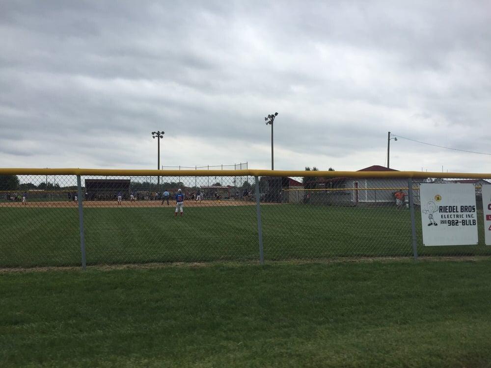 Bob & Betty Kohn Sports Complex: Cleveland Ave, Stevensville, MI