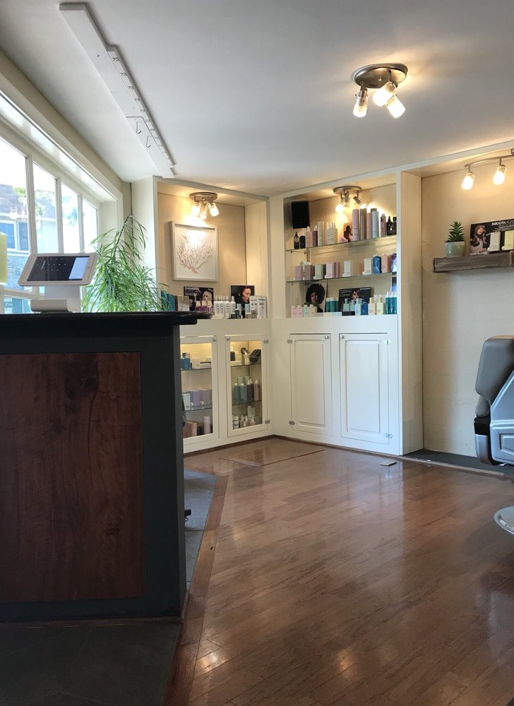 Salon Aubrey: 102 W Washington St, Middleburg, VA