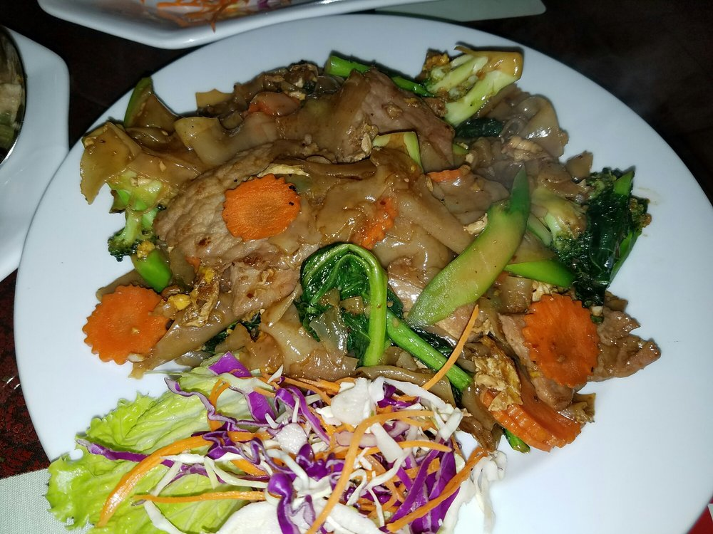 Pad se ew with beef kind of like drunken noodles yelp for Ano thai lao cuisine