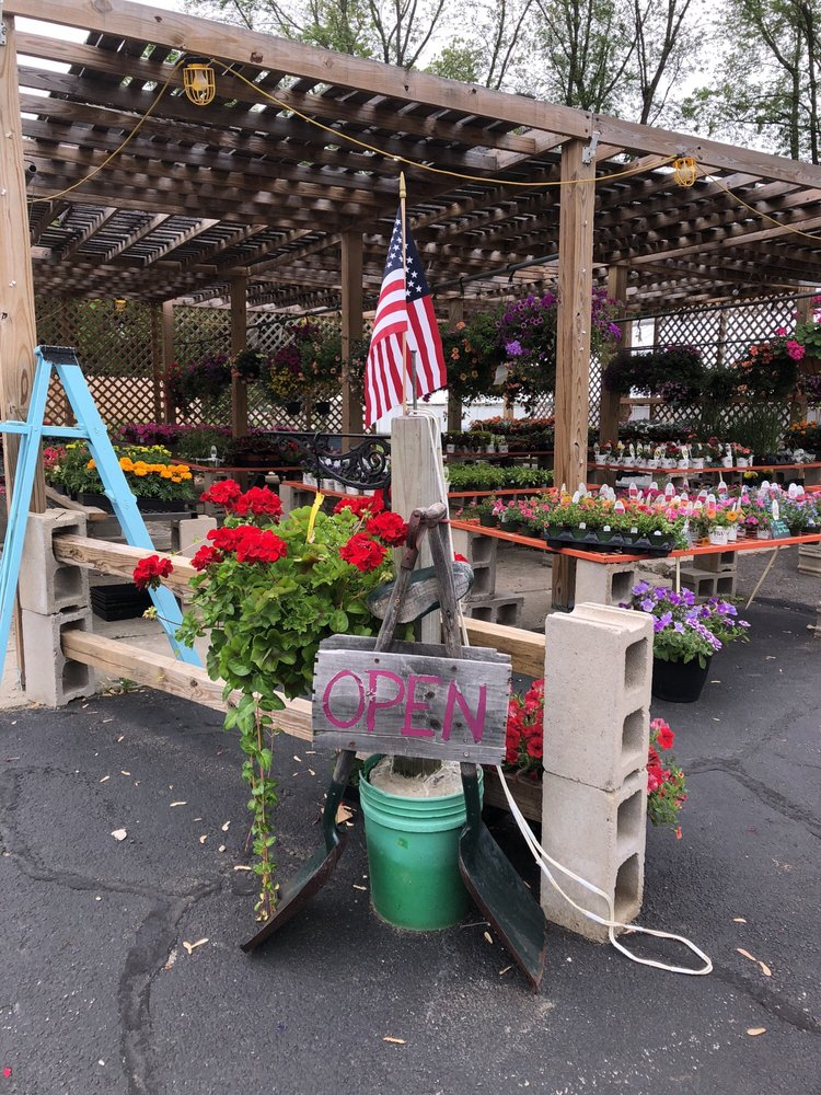 Holland Flowers: 577 S Main St, Haverhill, MA