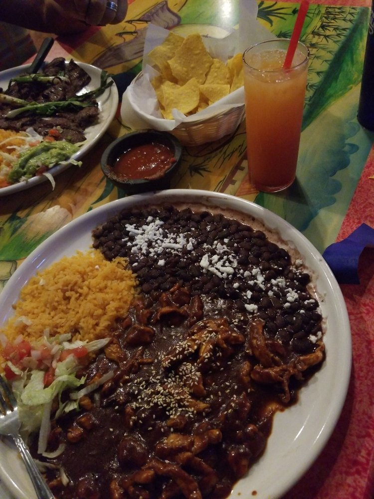Plaza Bonita Family Mexican Restaurant: 21141 John Wayne Pkwy, Maricopa, AZ