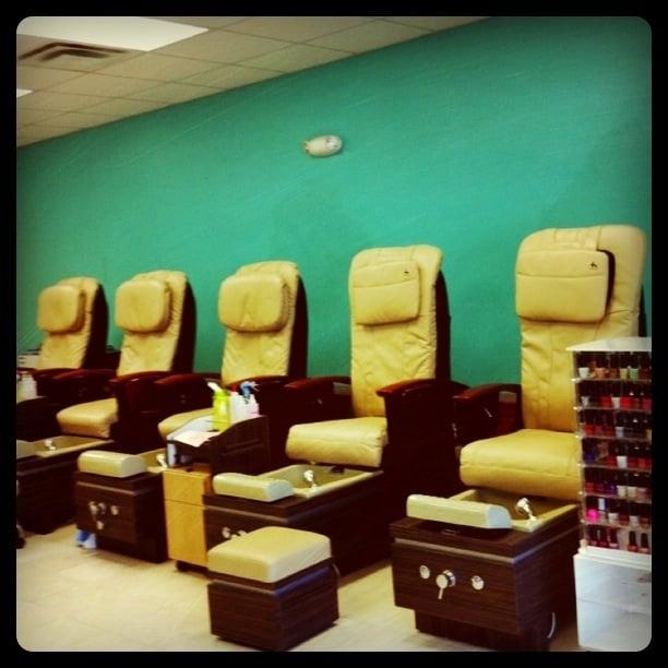 Q Nails: 730 Albertson Pkwy, Broussard, LA
