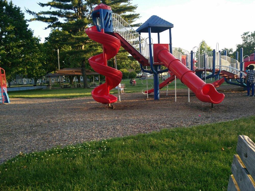 McManus Park: 1200 Mississippi Blvd, Bettendorf, IA