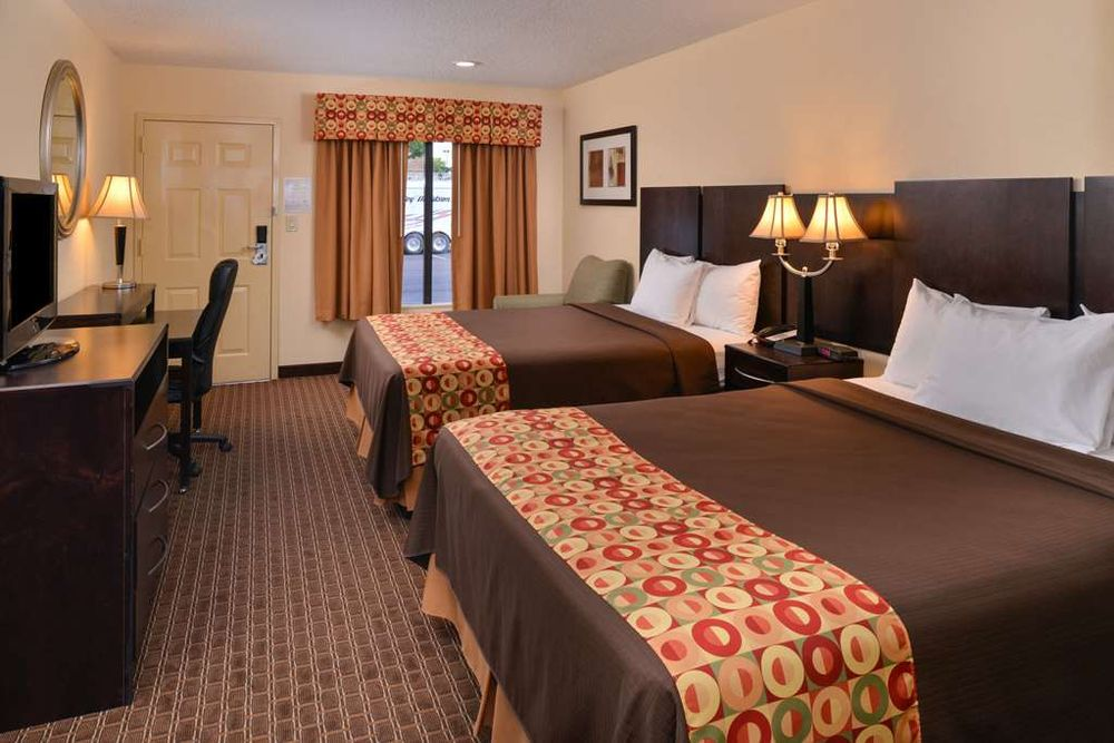 Americas Best Value Inn Tupelo Barnes Crossing: 897 Harmony Lane, Tupelo, MS