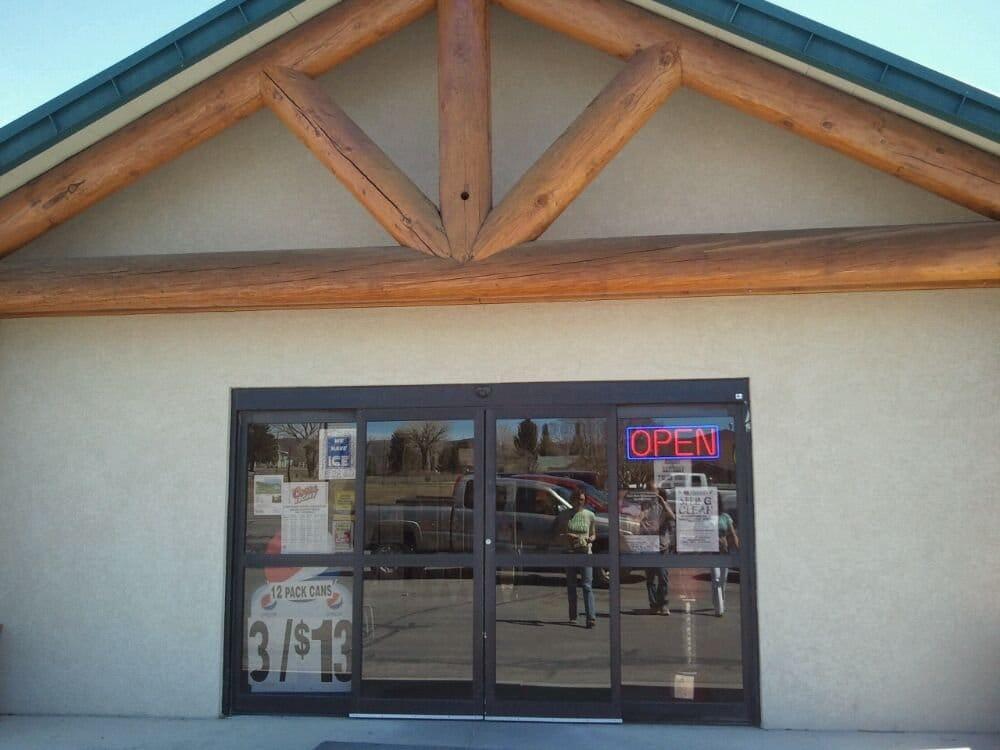 Royal's Foodtown: 135 W Main St, Loa, UT