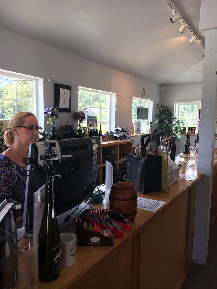 Glacier Peak Winery: 58575 State Rt 20, Rockport, WA
