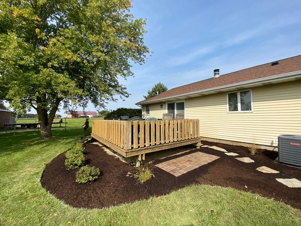 Lloyd Landscaping & Garden Center: 662 Park Ave, Genoa, IL