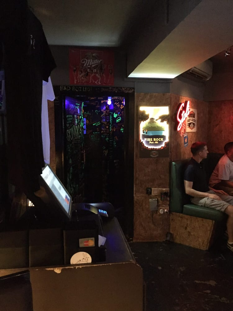 Skinny's Lounge Singapore