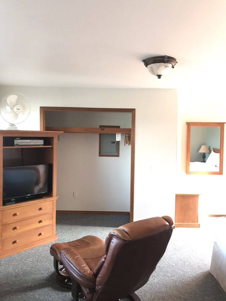Seaquest Motel & Apartments: 801 W 1st St, South Bend, WA
