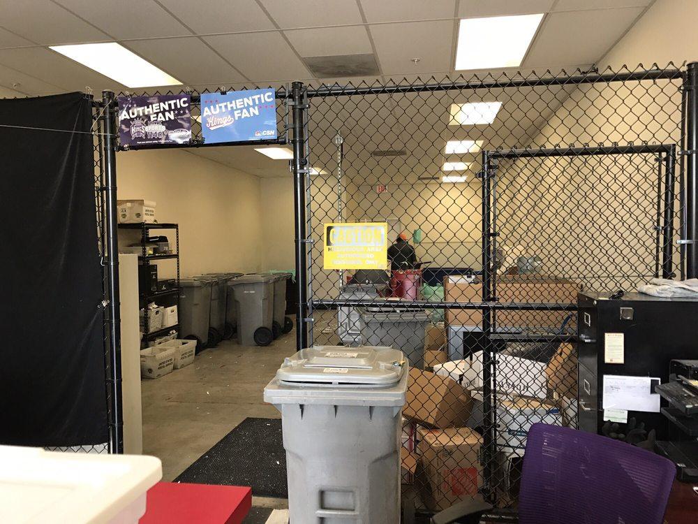 Red Dog Shredz: 8505 Madison Ave, Fair Oaks, CA