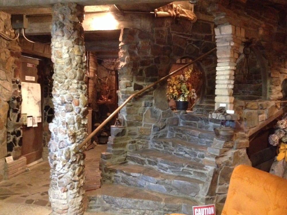 Living Rock Studio Museum: 911 W Bishop Way, Brownsville, OR