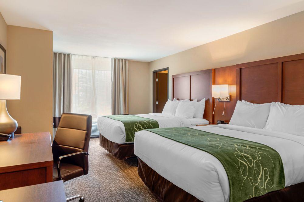 Comfort Inn & Suites: 168 Sacandaga Road, Schenectady, NY