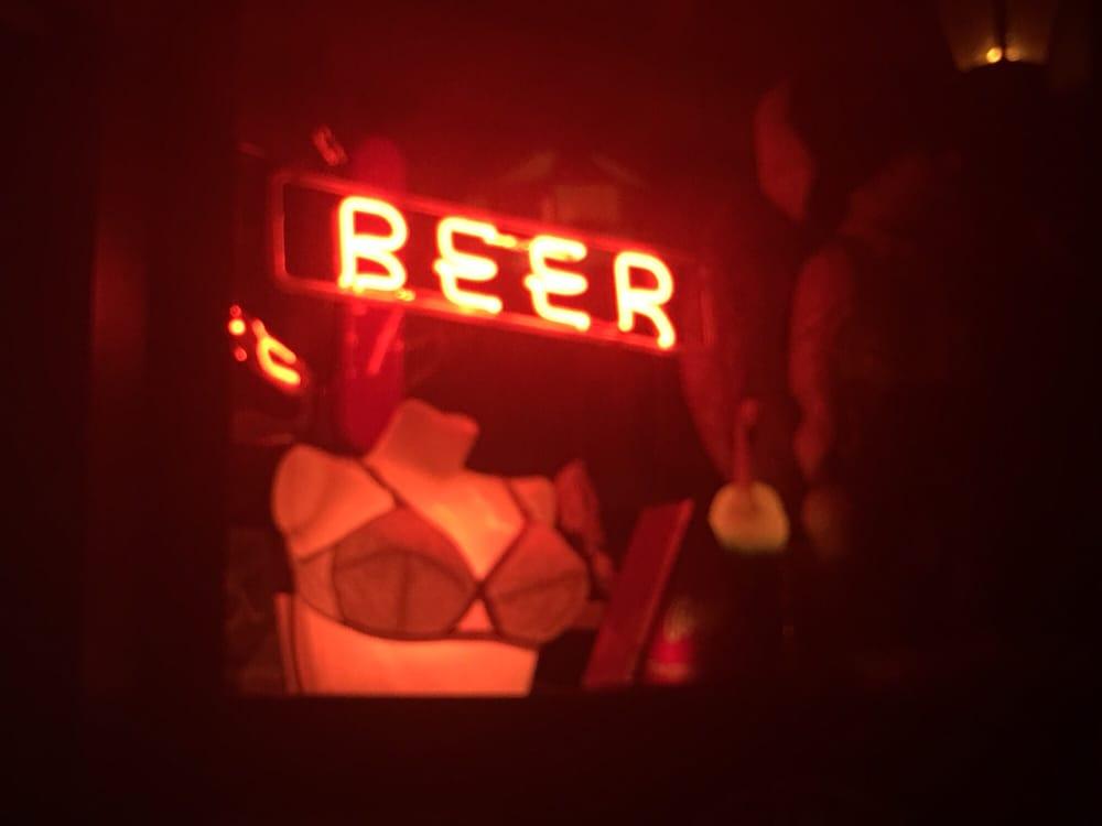 Mitchell Street Pub: 426 E Mitchell St, Petoskey, MI