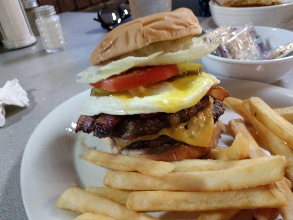 Pitt Grill: 912 N McCoy Blvd, New Boston, TX