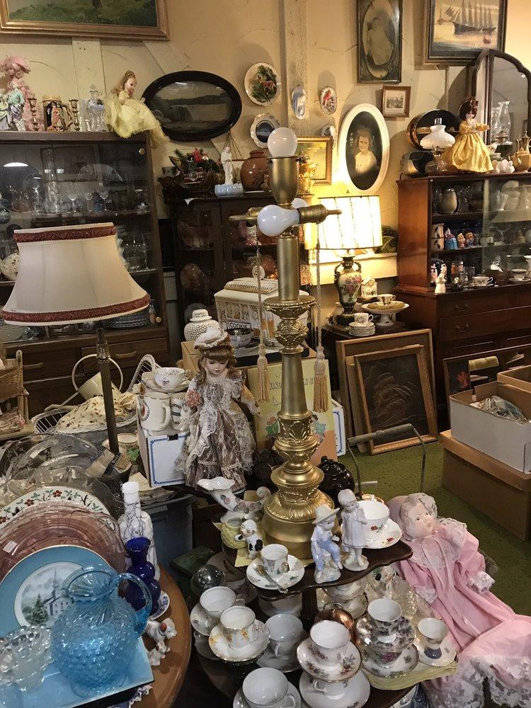Antiques By Cecilia: G3106 N Center Rd, Flint, MI