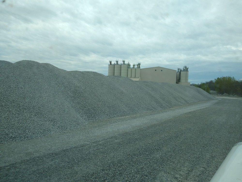 Kerford Limestone: 36110 Fletcher Ave, Weeping Water, NE