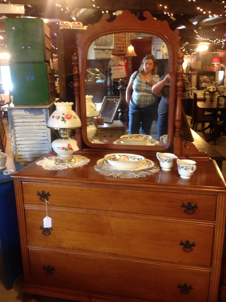Silverhill Antiques & Furniture: 15915 E Silverhill Ave, Silverhill, AL