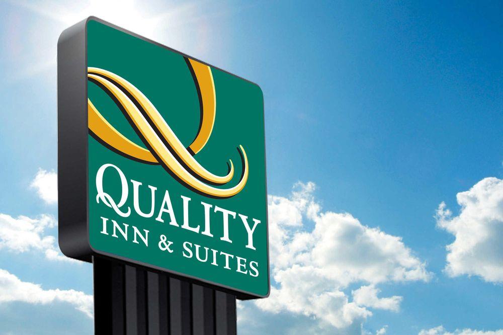 Quality Inn & Suites: 1125 E Daniel Dr, Mount Vernon, MO