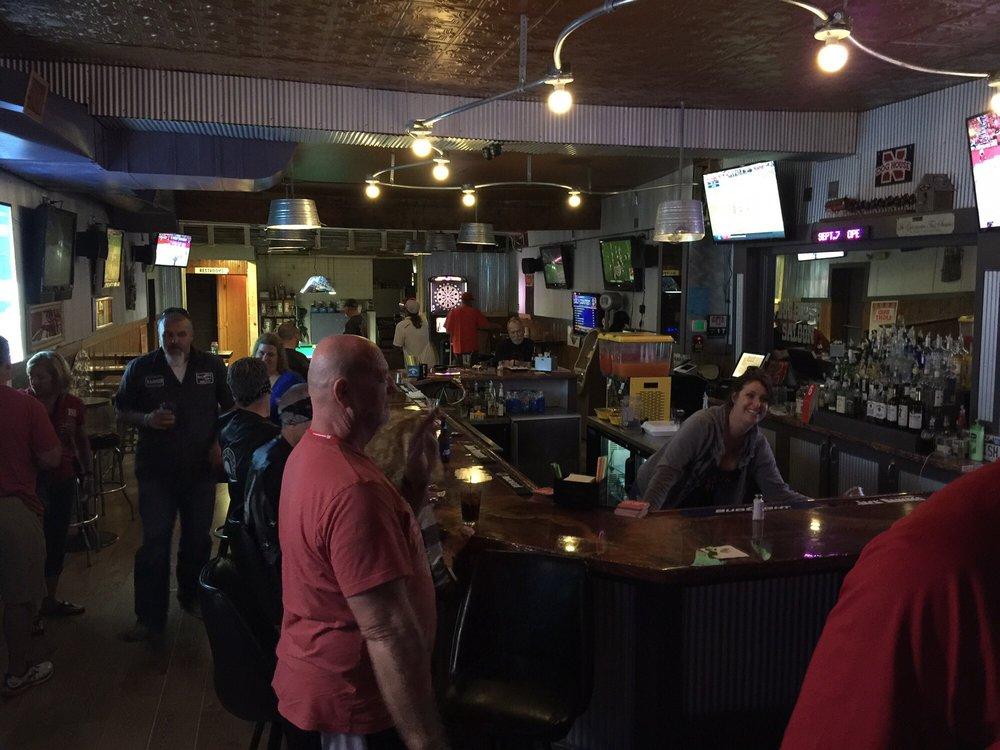Dog House Saloon: 307 3rd St, Waterloo, NE