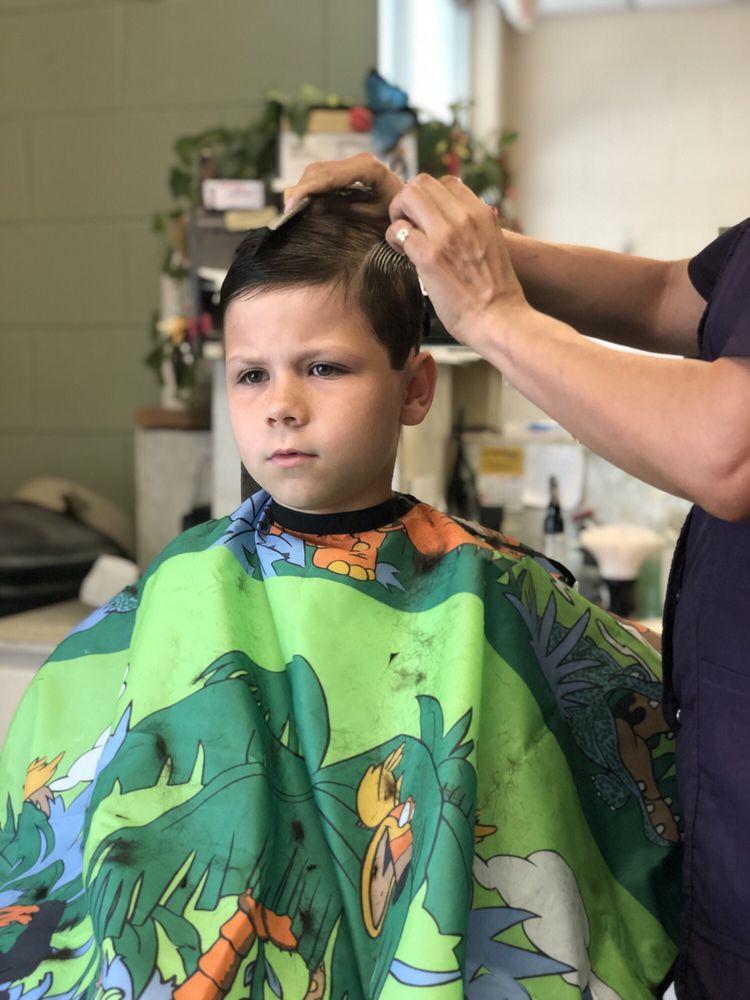 Professional Hair Cutters: 332 Shopping Center Dr, Wildwood, FL