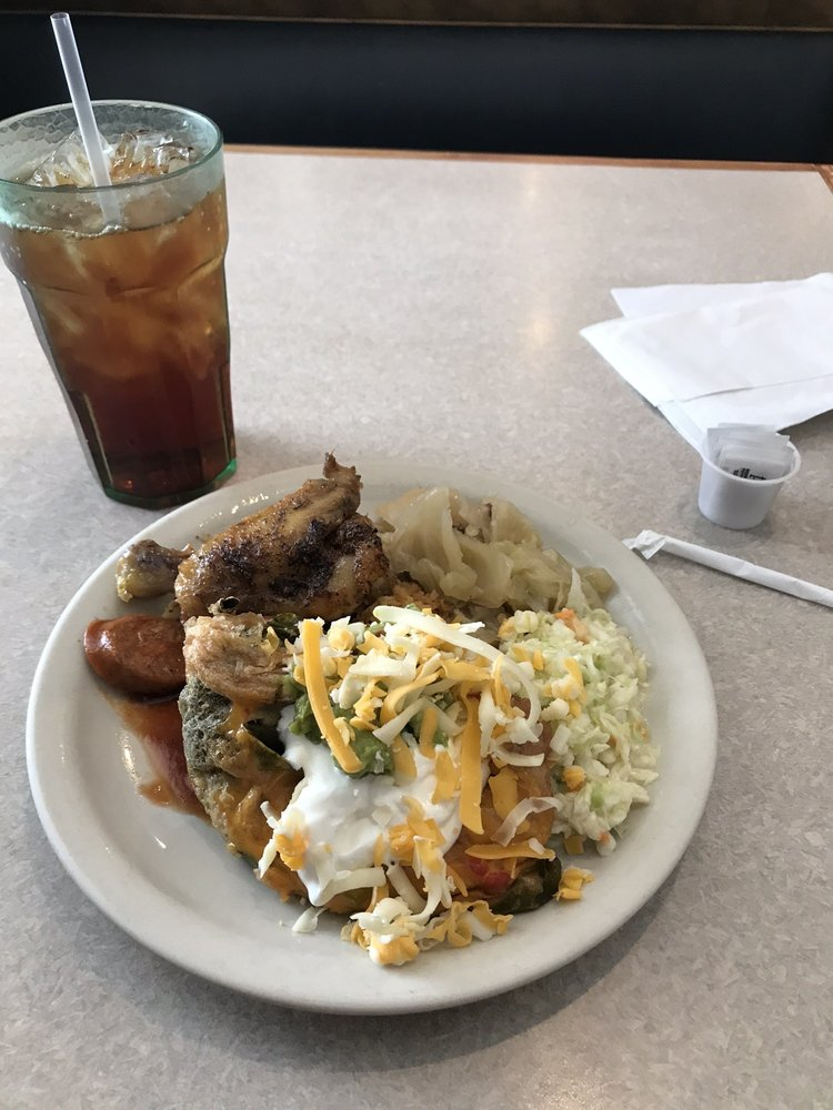 Paredes Family Restaurant: 304 W Broad St, Mineola, TX