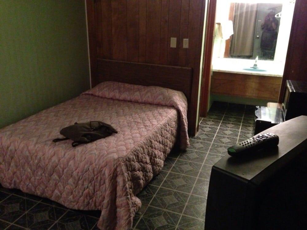Conoco C Store & Motel: 2107 W 2nd St, Grand Island, NE