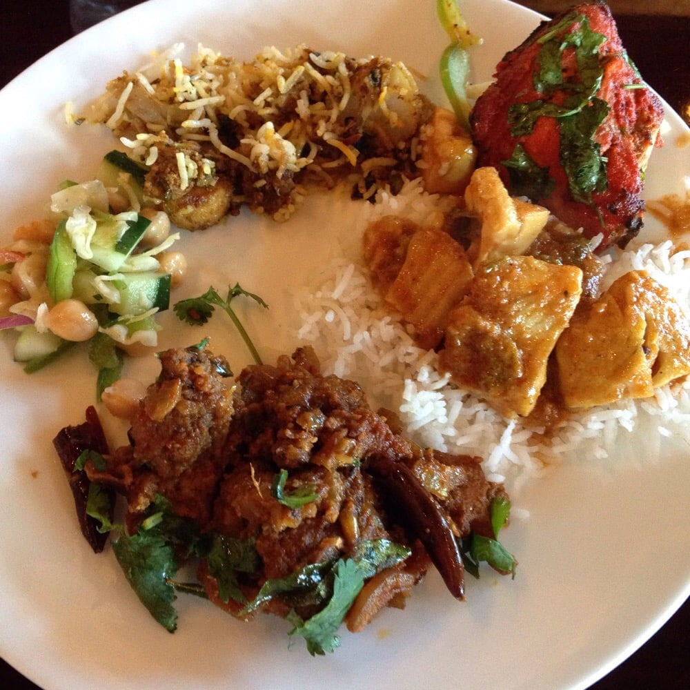 Buffet vegetable biryani tandoori chicken fish curry for Aroma indian cuisine concord nc