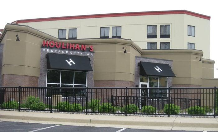 Houlihan's: 2200 Centreville Rd, Herndon, VA