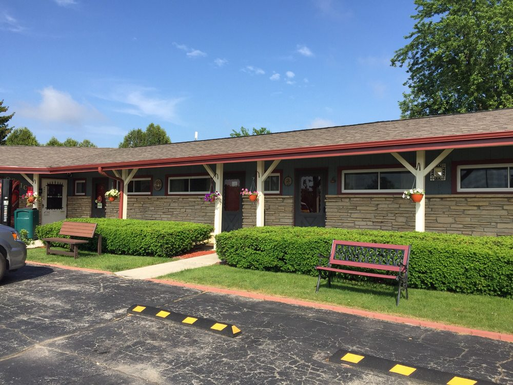 Wisconsin-Aire Motel: N535 State Highway 57, Random Lake, WI